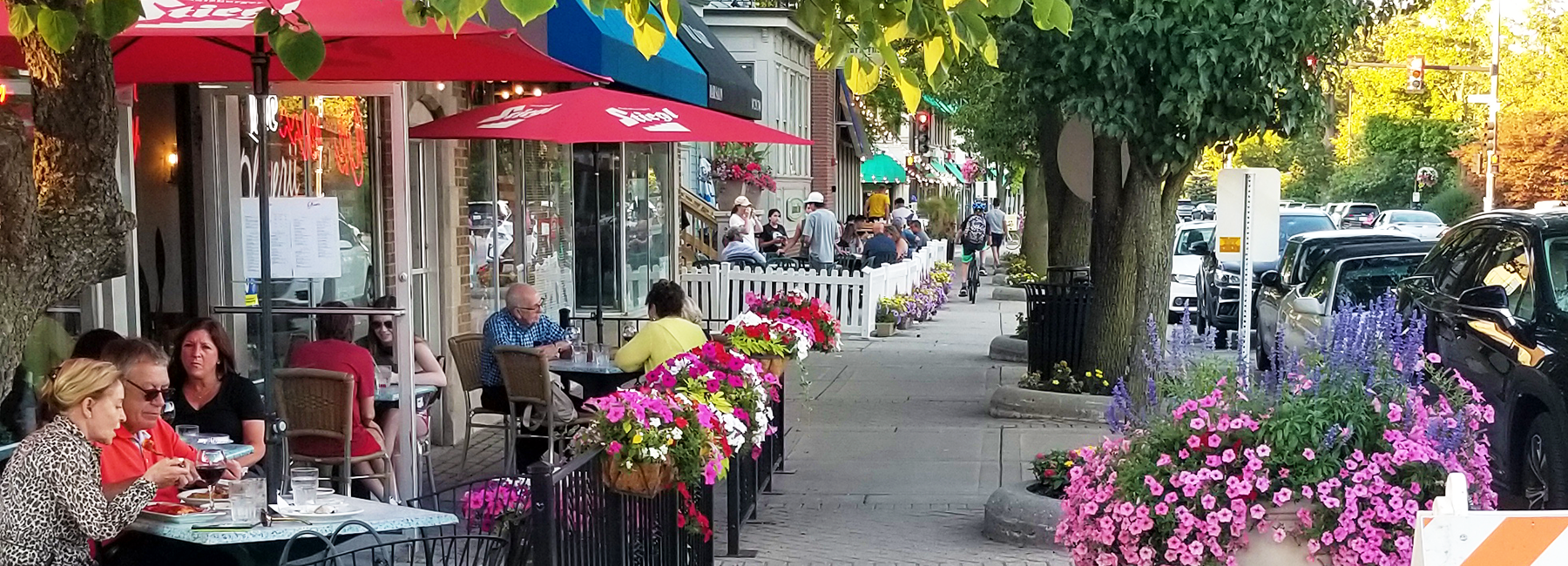 Picture of people dining outside in downtown Northbrook
